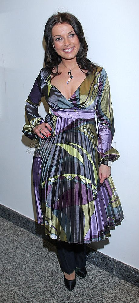 Kasia Glinka w spodniach i sukience