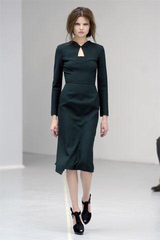 Claudia Schiffer w sukience RM by Roland Mouret
