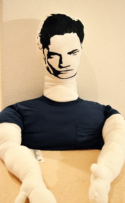 Edward Cullen jako poduszka...