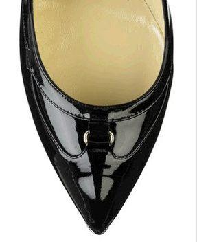 Czarne szpilki z wąskim noskiem od Jimmy Choo