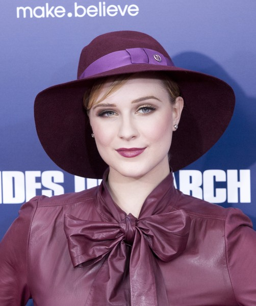 Evan Rachel Wood w bordowym Gucci