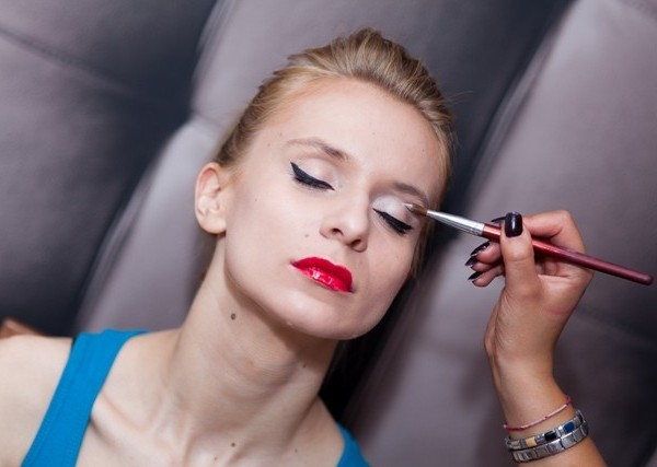 Makijaż klasyczny krok po kroku