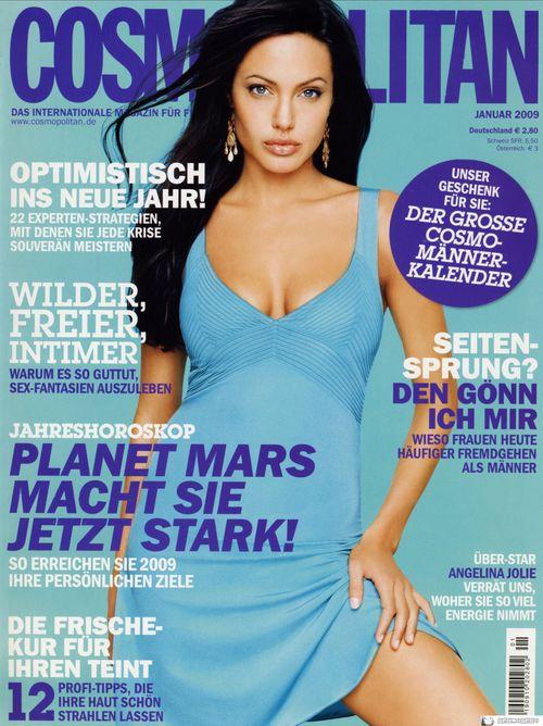 Czarnowłosa Angelina Jolie na okładce Cosmo