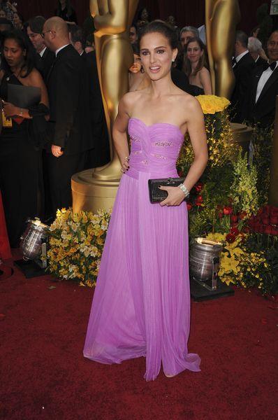 Różowe suknie Natalie Nortman i Alicji Keys