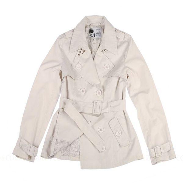 Wiosenne płaszcze w jasnych kolorach