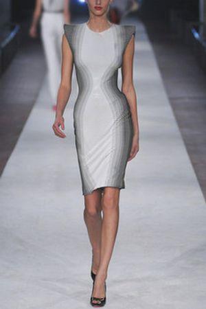 Victoria Beckham w paski od McQueena