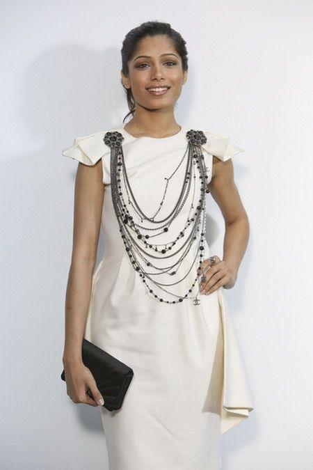 Freida Pinto w białej kreacji od Chanel