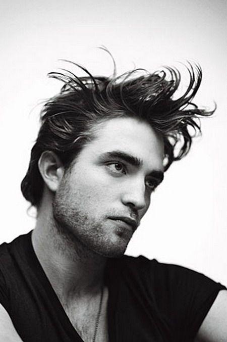 Robert Pattinson opowiada o swojej pierwszej scenie miłosnej