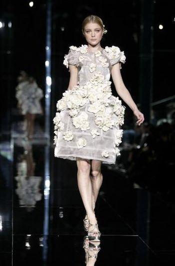 Dwie okładki, jedna sukienka Dolce&Gabbana