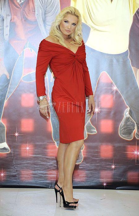 Joanna Liszowska w czerwieni