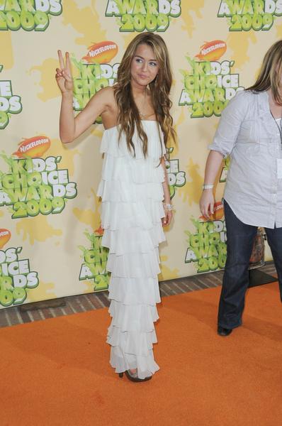 Miley Cyrus w falbanach