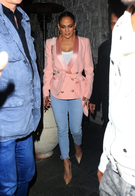 Szokująca zmiana Jennifer Lopez. Gwiazda obcięła włosy!