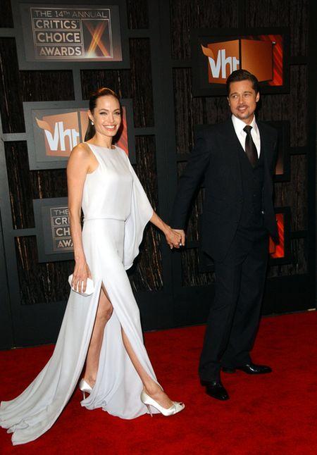 Angelina Jolie w bieli od Maxa Azarii