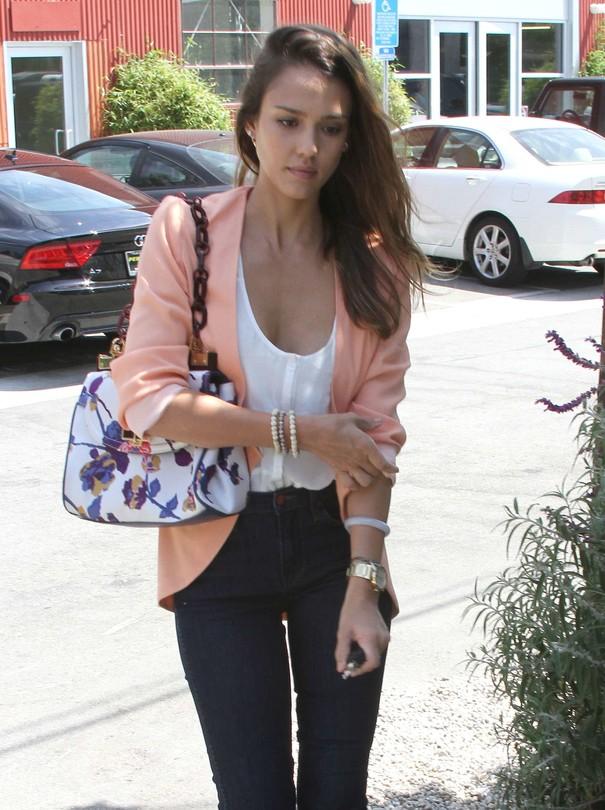 Jessica Alba w codziennej stylizacji