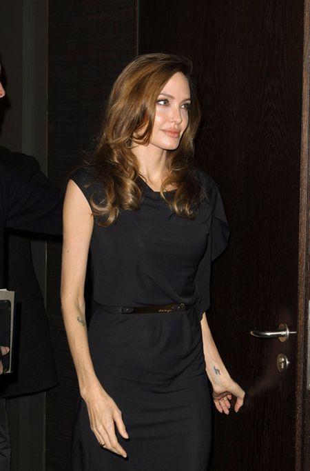 ANgelina Jolie w Savlatore Ferragamo (FOTO)