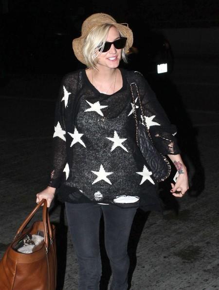 Ashlee Simpson w swetrze w gwiazdki