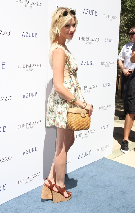 Kwiatowy look Ashley Benson (FOTO)
