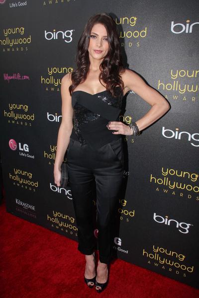 Ashley Greene stawia na czerń (FOTO)