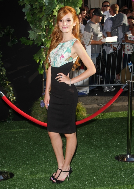 Bella Thorne w sukience Teda Bakera (FOTO)