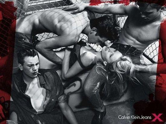 Lara Stone ponownie dla Calvina Kleina (FOTO)