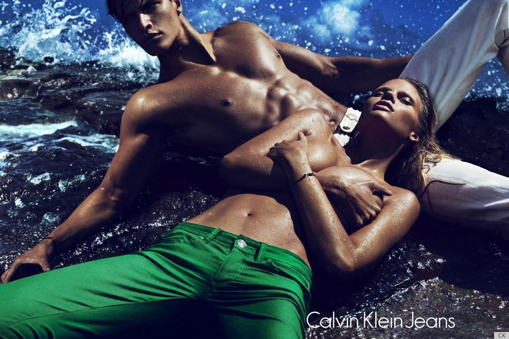 Lara Stone topless dla Calvina Kleina (FOTO)