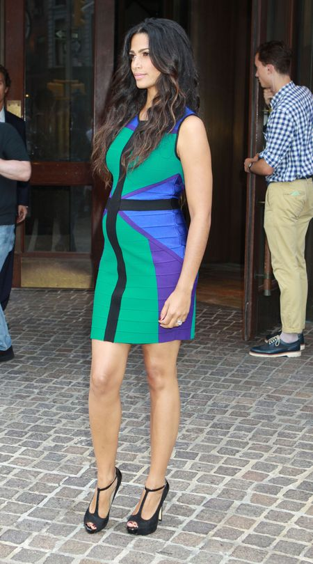 Camila Alves w bandażowej sukience pokazuje brzuszek (FOTO)