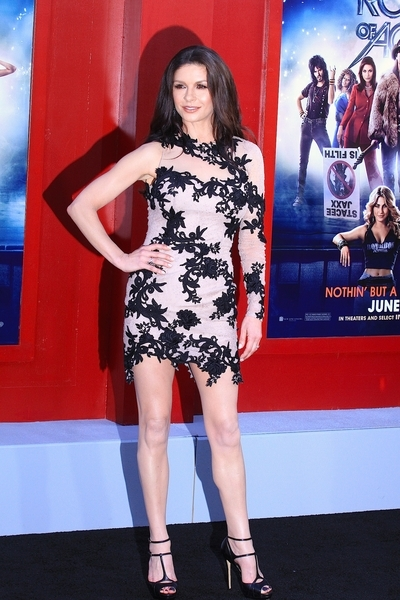 Catherine Zeta-Jones w koronkowej sukni od Zuhair Murad