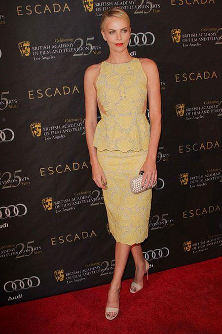 Gwiazdy na imprezie BAFTA (FOTO)/Charlize Theron
