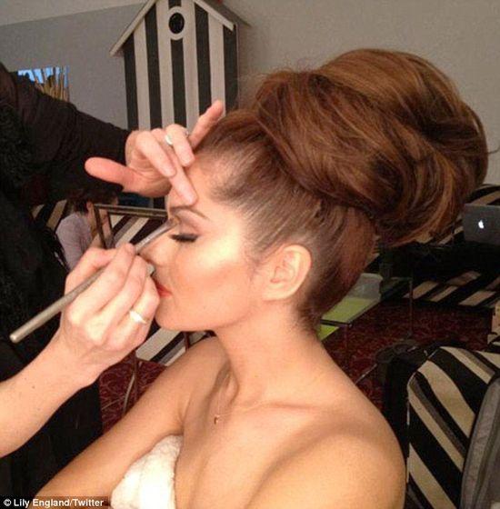 Gigantyczny kok Cheryl Cole