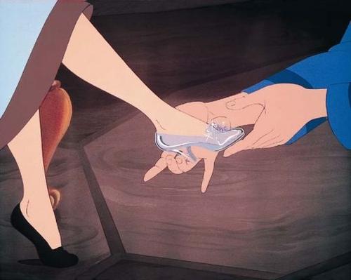 Christian Louboutin zaprojektuje pantofelki Kopciuszka