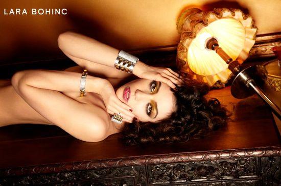 Daisy Lowe reklamuje akcesoria marki Lara Bohinc (FOTO)