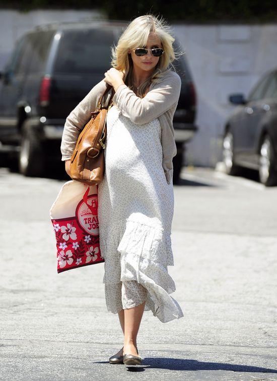Sarah Michelle Gellar wybiera luźne sukienki i balerinki