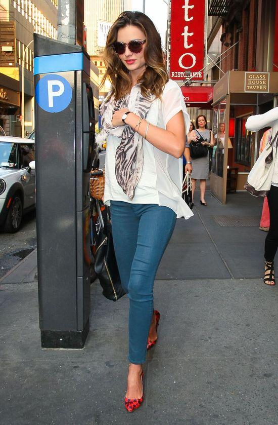 Miranda Kerr w zeberkowej apaszce (FOTO)