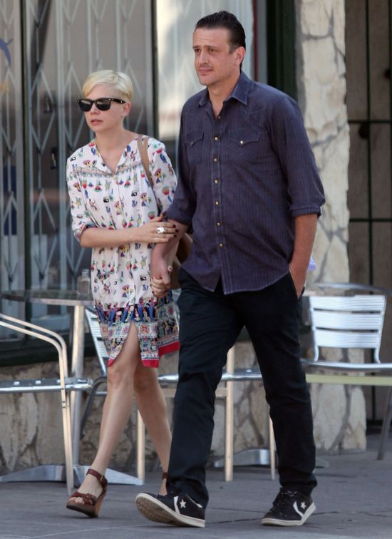 Michelle Williams w luźnej sukience w stylu boho