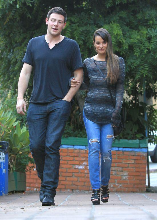 Która gwiazda nosi poszarpane jeansy? (FOTO)