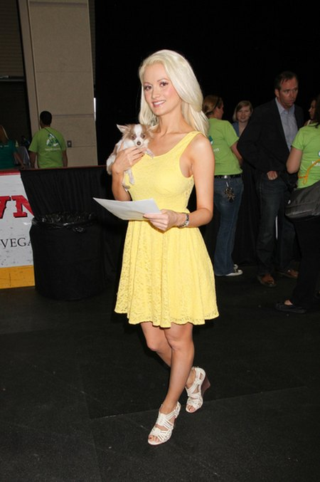 Holly Madison modna w pastelach (FOTO)