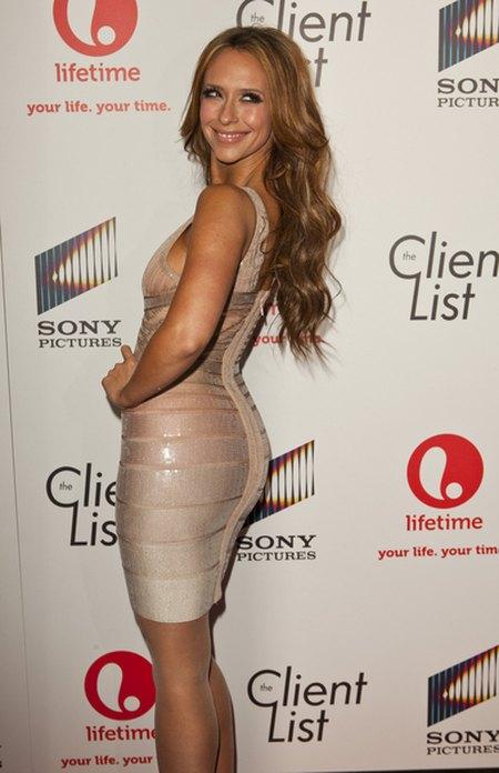 Jennifer Love Hewitt chwali się krągłościami