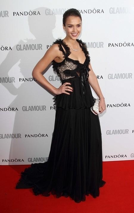 Jessica Alba w sukni Alexandra McQueena (FOTO)
