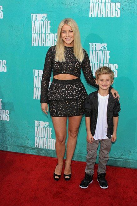 Kreacje na MTV Movie Awards (FOTO)/Jualianne Hough