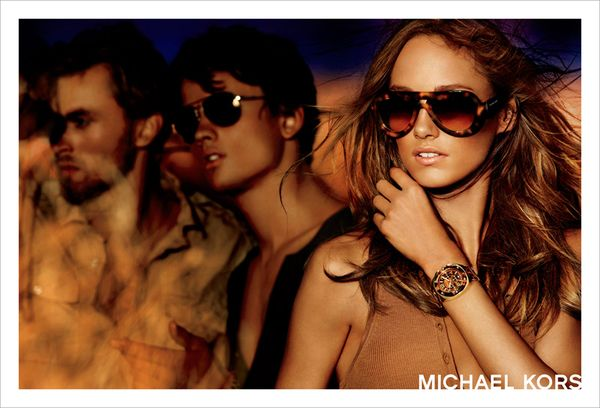 Karmen Pedaru w kampanii Michaela Korsa