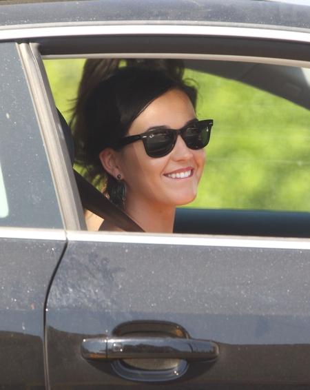 Katy Perry w kwiecistym kombinezonie (FOTO)