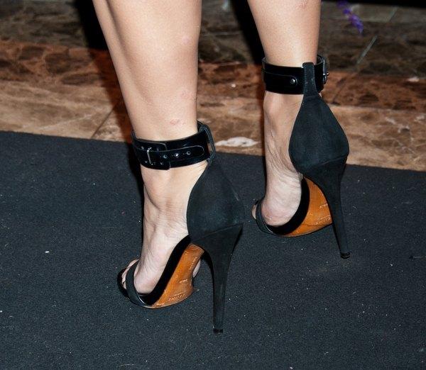 Kim Kardashian odważnie pokazuje plecy (FOTO)