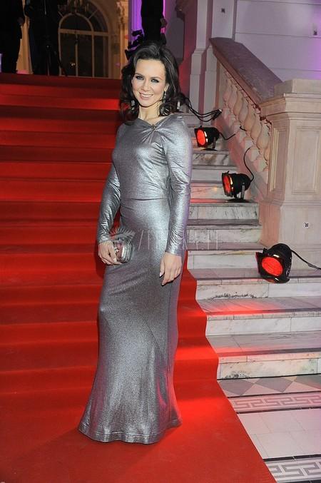Srebrna suknia Kingi Rusin (FOTO)