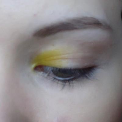 Makijaż w kolorze zieleni i błękitu