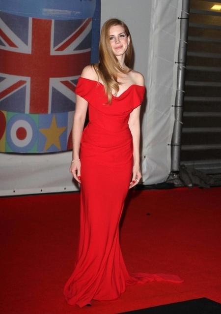 Kreacje na Brit Awards 2012 (FOTO)/Lana Del Rey