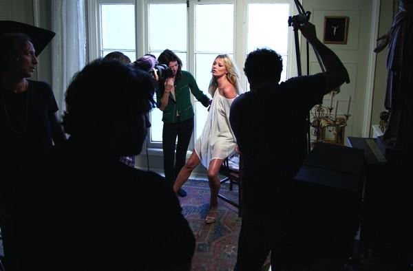 Kate Moss za kulisami sesji dla Liu Jo (FOTO)