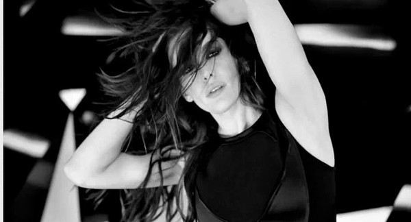 Liv Tyler ŚPIEWA w reklamie Givenchy