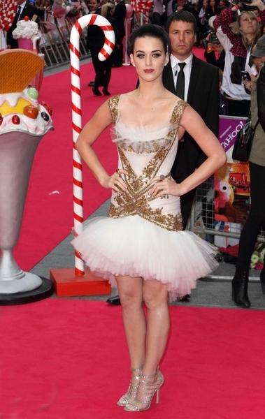 Katy Perry w sukience marki Marchesa (FOTO)