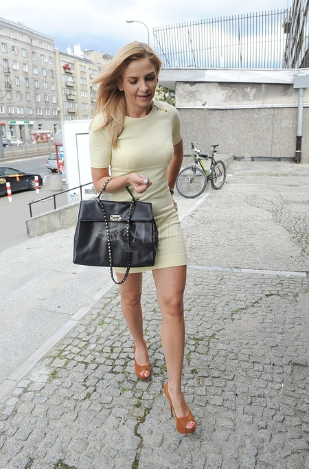 Maja Frykowska w jasnożółtej sukience (FOTO)