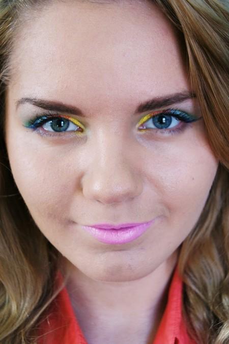 Wiosenny, tęczowy makijaż